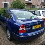 De auto van Raimond, een Volkswagen Passat uit 2001 met Snow logo.